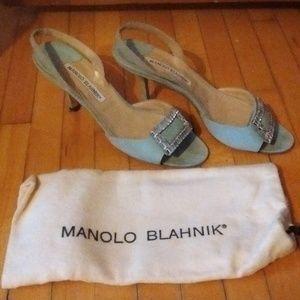 Luxe MANOLO BLAHNIK blue crystal kitten heel shoes
